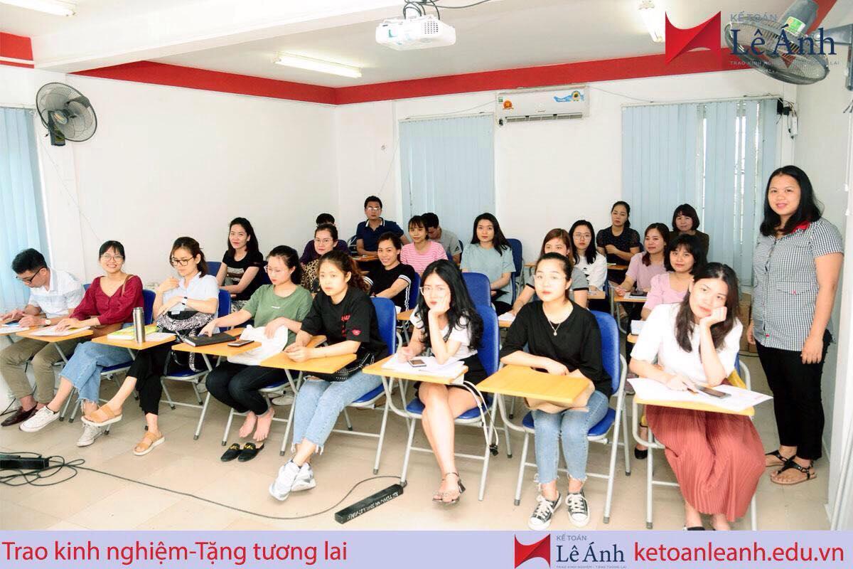 Học kế toán thực hành ở trung tâm Lê Ánh